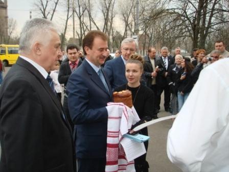 Олександр Попов біля клубу ДВРЗ