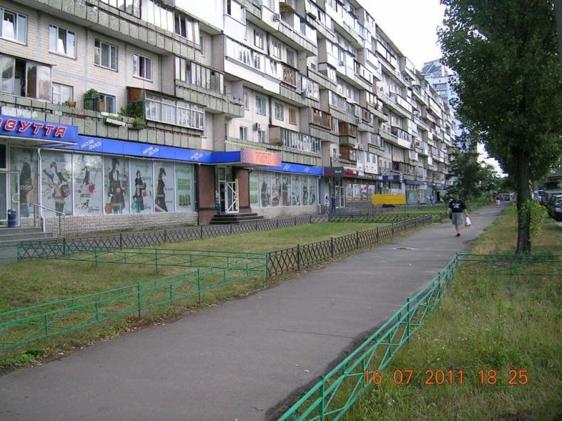 Київ, Серафимовича, 7А - раніше тут був книжковий магазин