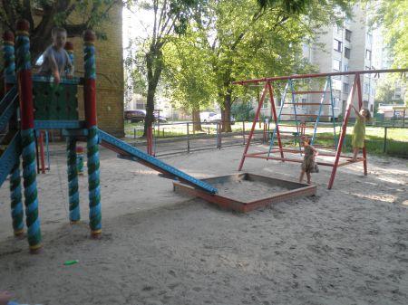 Дитячий майданчик потребує ремонту