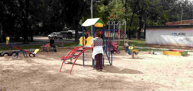 Нові дитячі майданчики на ДВРЗ
