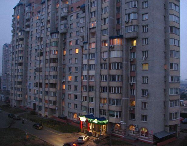 Пам'яті жертв Голодомору, свічки у вікнах будинків ДВРЗ