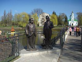Герої Гоголя на фоні миргородської калюжі