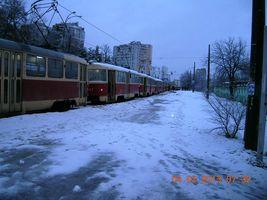На ДВРЗ фури знову заважають трамваям