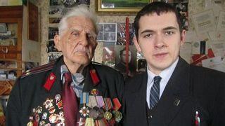 Комсомольці Дніпровського району поздоровили ветерана Сталінградської битви