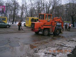 На Алма-Атинській ремонтують дорожнє покриття