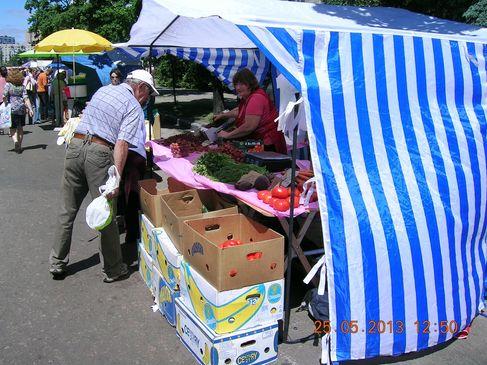 Сільськогосподарський ярмарок на вулиці Бучми