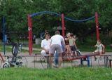 У Дніпровському районі перевіряють дитячі майданчики