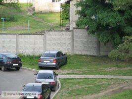ЖЕК просить не паркуватися на газонах