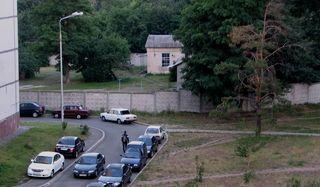 ДВРЗ, машини в дворі будинку