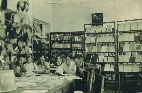 Мешканці ДВРЗ в бібліотеці