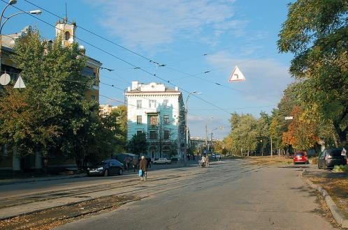 ДВРЗ, перехрестя вулиць Алма-Атинської та Макаренка