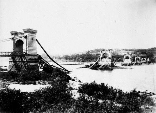 Руїни Ланцюгового мосту