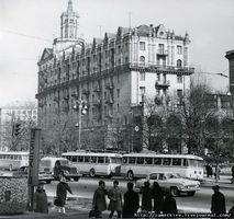 Изначально на шпиле башни размещалась большая пятиугольная советская звезда, которая рухнула, предположительно в 70-х годах.