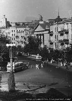 Фото 50-х годов. Площадь Льва Толстого, башенку еще очень хорошо видно в правой части кадра.