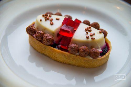 Десерт Рубины -песочная корзинка, ягодный мармелад, желе клубничное, йогуртовый десерт — 50 грн.