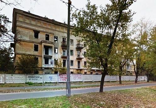 Покинута будівля
