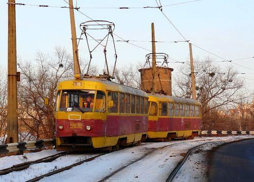Трамвай №33 на мосту ДВРЗ