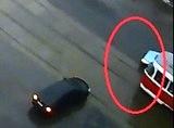 Вчора вранці перед мостом ДВРЗ зіткнулися автомобіль з трамваєм