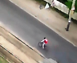 На мосту ДВРЗ збито велосипедиста