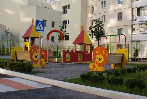 Фото дитячого майданчика в Києві на вул.Ф.Ернста