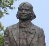 13 августа 1982 года в Киеве открыт памятник Гоголю