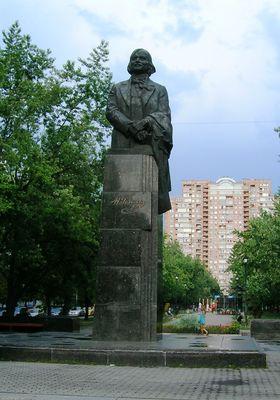 Памятник Гоголю в Киеве