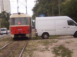 На ДВРЗ зіткнулись трамвай і мікроавтобус
