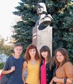 Пам'ятник колишній студентці Київського гідромеліоративного інституту торфомеханічного факультету, м.Рівне, 2013 рік