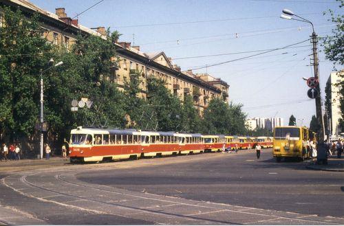 Трамваї на Ленінградській площі