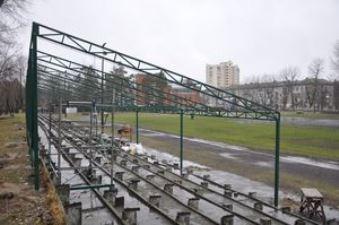 На стадіоні ДВРЗ з'явилася крита трибуна