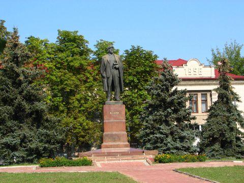 Пам'ятник Леніну біля заводу на ДВРЗ. Серпень 2012 року