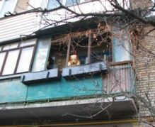 Балкон на Алма-Атинській, 66 (в цьому будинку пошта)