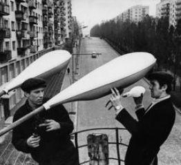 Работы на опорах уличного освещения столицы Украины в советское время