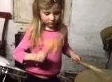 Юна барабанщиця з України виконує улюблені пісні гурту Mad Heads