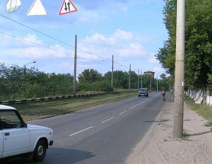 Дорожні знаки перед мостом ДВРЗ