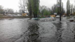 На вулиці Фанерній розлилася річка Дарниця