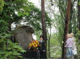 Покладання квітів на ДВРЗ