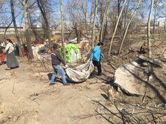 На Березняках у Києві ромський табір уклав договір на вивіз сміття