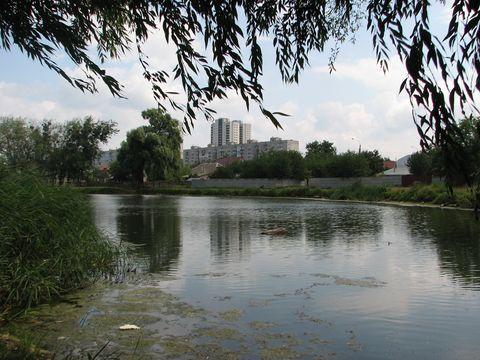Штучна технічна водойма біля Сеноманського провулку на ДВРЗ