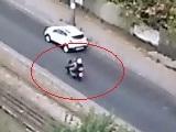 На мосту ДВРЗ щойно розбився мотоцикліст