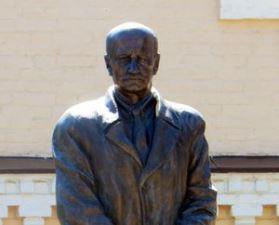 Пам`ятник Сікорському на території Київського політехнічного інституту
