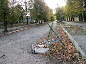 Зруйнована дорога на вулиці Інженера Бородіна