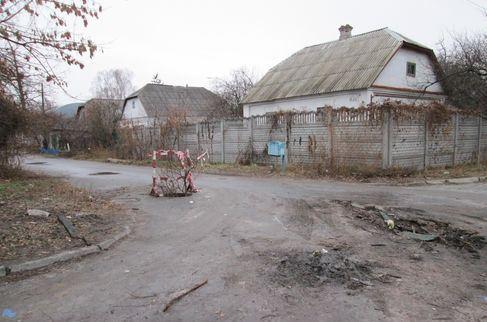 Відсутність люків на одній з вулиць у приватному секторі київського мікрорайону ДВРЗ