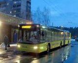 Нічний тролейбус на Дарницькій площі