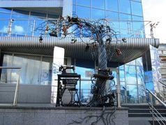 На Березняках встановлено швейне дерево