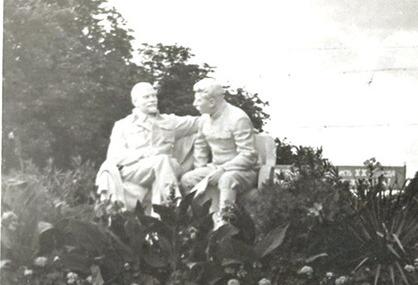Ленін та Сталін в Горках