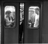 Як краще оголошувати про закриття дверей у метро?