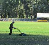 Гарна новина: на стадіоні ДВРЗ косять траву