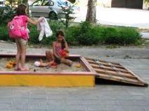 Саморобна дитяча пісочниця, яка закривається на замок