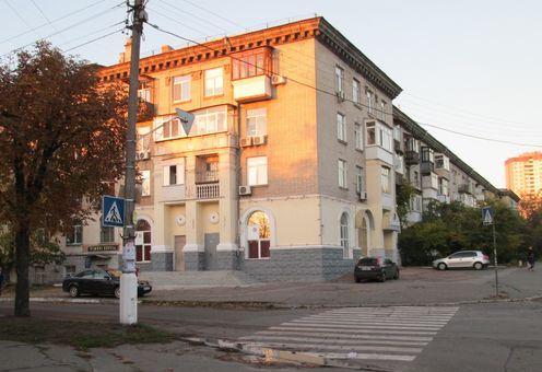 Будинок 107/2 по вулиці Алма-Атинській (ДВРЗ) в Києві